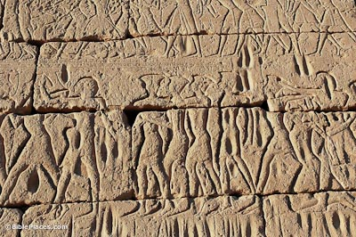 Medinet-Habu,-Philistine-captives-at-Sea-Peoples-sea-battle,-tb011105856-bibleplaces